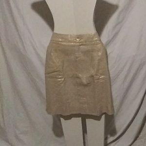 Love gold linen. Skirt
